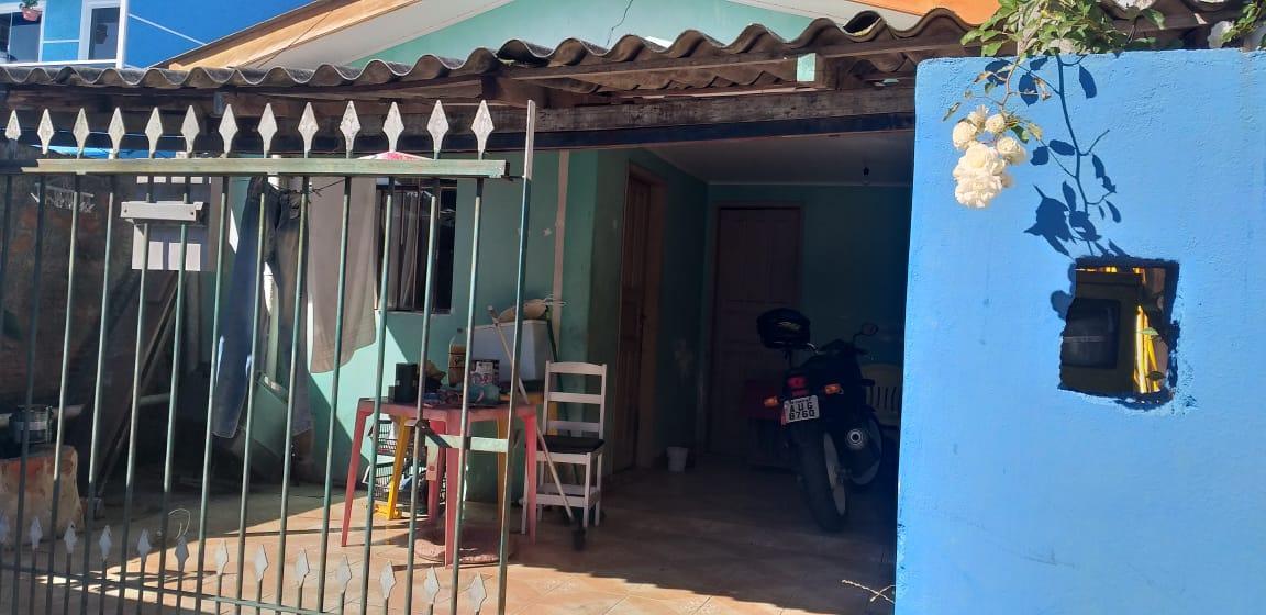 Vende-se duas residências em Curitiba