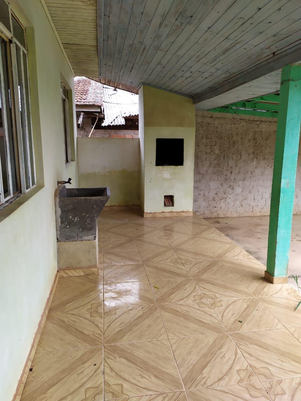 Aluga-se residência em alvenaria com 02 quartos