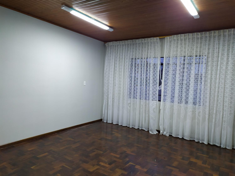Aluga-se sala comercial no Centro