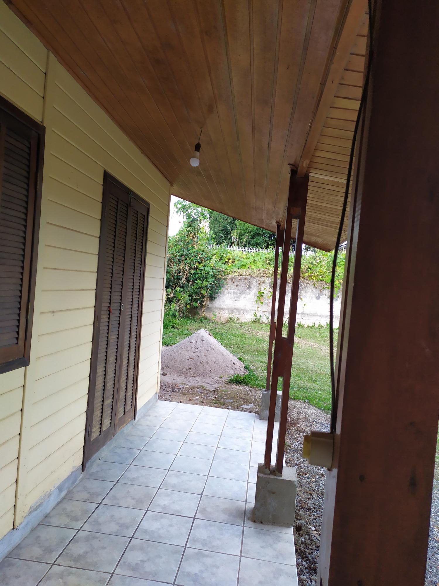 Residência mista no bairro Vista Alegre