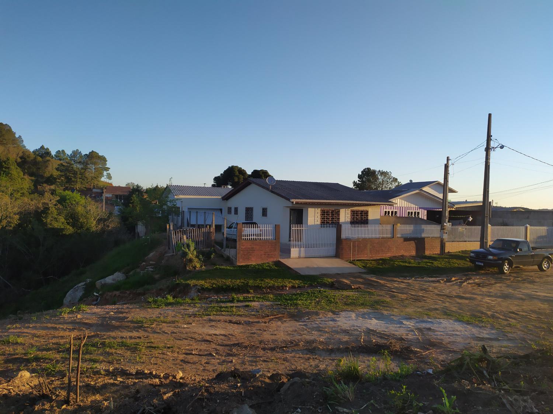 Vende-se residência  no loteamento Vista Alegre