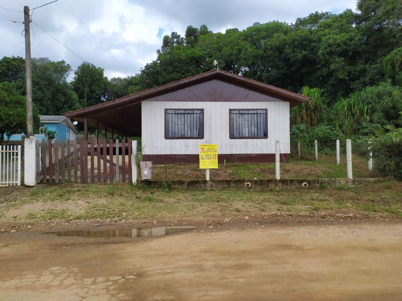 Residência em madeira no bairro Bom Jesus