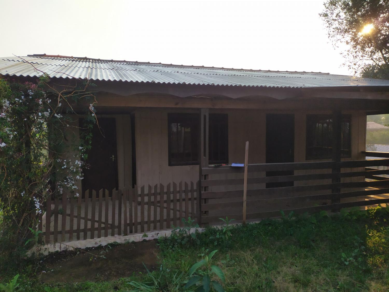 Residência em madeira para alugar próximo ao centro