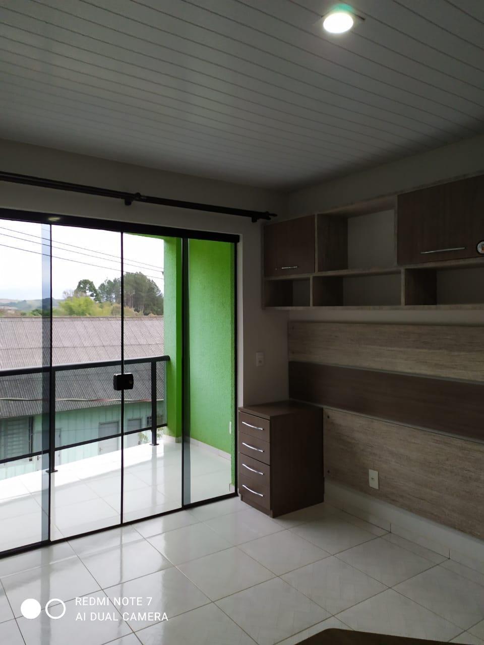 Apartamento com mobílias para alugar próximo de supermercado.